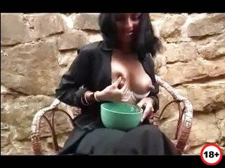 Дойние жени соски ореоли молоко измени месть порно видео