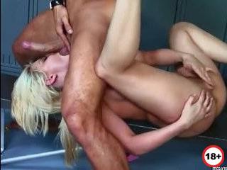 Жопастая жена изменяет порно онлайн