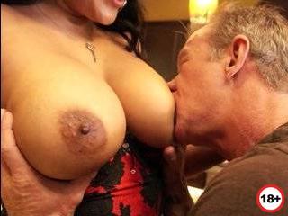 Смотреть порно муж изменяет жене в большом доме бесплатно