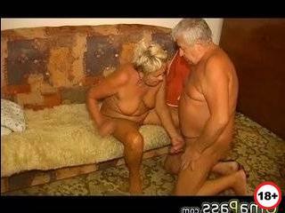 Онлайн порно бабушка изменяет дедушке