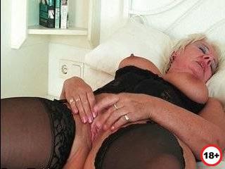 Пухленькая зрелая женщина изменяет мужу