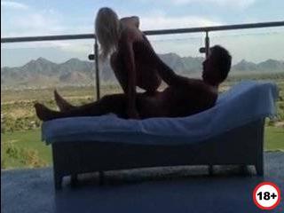 Изменила мужу с негром на балконе порно онлайн