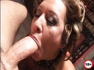 Порно жена изменила во время прихода в гости друга семьи