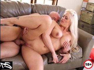Порно блондинка отомстила мужу за измену