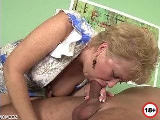 Секссмотри.ком изменяет мужу на кухне