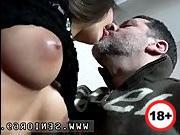 Азиатка изменяет порно в бане