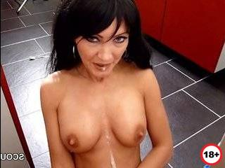 Секс видео сын изменил с красивой мамой