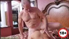 Порно в возрасте в чулках изменила