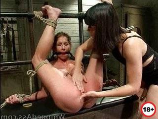 Связал и наказал свою девушку за измену