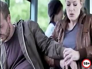 Порно измена в автобусе