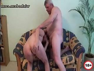 Блондинка изменила парню с дедом смотреть