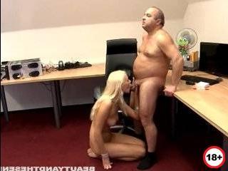 Молодая стройная красивая блондинка изменяет мужу на глазах порно ролики смотреть бесплатно